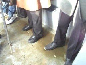 Фото: Я-Репортер. Полтавцям в громадському транспорті без гумових чобіт не обійтись