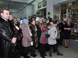 Фото: Полтавські діти-художники допомагають дітям-інвалідам