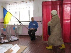 Фото: Вибори у Полтаві: за 3 години проголосували 155 чоловік