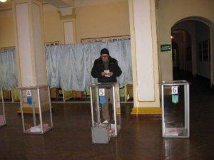 Фото: Перемогу на депутатських виборах у Полтаві здобув доцент