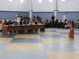Фото: У Полтаві розпочалися змагання зі східних танців
