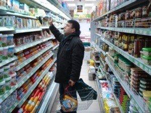 Фото: Тема тижня. Полтавці, купуючи продукти, можуть визначити у них заборонені харчові добавки