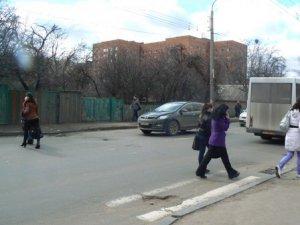 """Фото: У Полтаві майже не видно """"зебр"""": коли їх наведуть"""