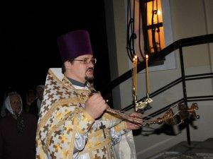 Фото: Нічна Великодня служба у маленькому полтавському храмі (фоторепортаж)
