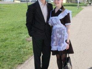 Фото: Полтавські випускниці одягли білі фартухи та бантики (фото)