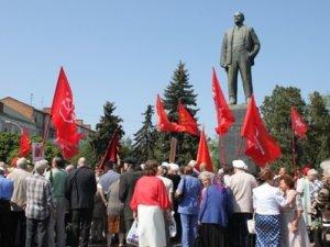 Фото: У Полтаві біля пам'ятника Леніну проходить мітинг