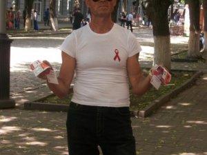 Фото: У центрі Полтави сьогодні роздавали презервативи та розповідали про СНІД
