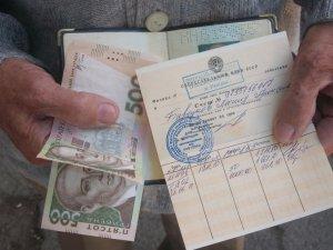 Фото: Перші полтавці отримали «Вітіну тисячу» без черг та штурму банку