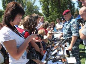 Фото: Полтавська міліція влаштувала у школі недитяче шоу: фоторепортаж