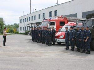 Фото: Полтавські рятувальники тренувалися гасити пожежу на аеродромі
