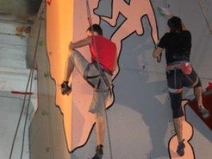 Фото: У Полтаві до Дня молоді встановлять скелю