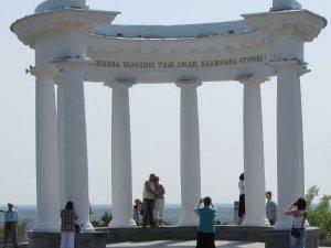 Нове опитування: Чим ви готові допомогти іноземному туристу?