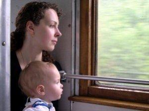 Фото: Провідники мають право вимагати з батьків оригінал свідоцтва їхньої дитини
