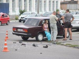 Фото: ДТП у Полтаві: На перехресті зіштовхнулись два ВАЗи
