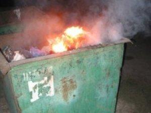 Фото: У Полтаві вночі знову підпалили бак для сміття