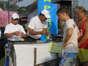 Фото: На Сорочинському ярмарку заборонили продавати 17 видів продуктів і страв: перелік