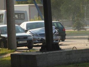 Фото: ДТП у Полтаві на вулиці Маршала Бірюзова: зіткнулися два автомобілі