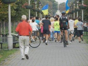 Фото: Полтавці побігли містом за здоровий спосіб життя (фото)