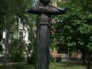 Фото: Полтавські пам'ятники ремонтуватимуть нескоро