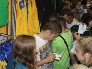 """Фото: Гравці """"Ворскли"""" поспілкувалися зі своїми вболівальниками (фото)"""