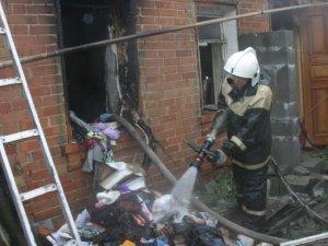 Фото: Щойно у Полтаві гасили пожежу: у дітей зайнявся комп'ютер (фото)
