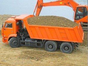 Фото: У Полтаві вже готуються до зими: завозять пісок