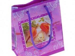 В подарункових пакетах, що презентуватимуть у Полтаві на свято, горілку замінять на цукерки