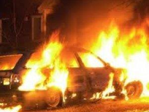 Фото: Полтавець серед ночі рятував свій автомобіль від пожежі