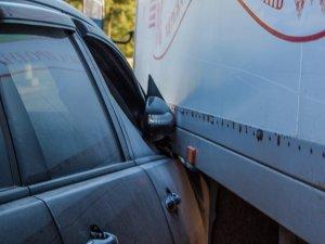 Фото: Я-Репортер. У Полтаві ДТП – не розминулись вантажівка та іномарка (фото)
