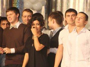 Фото: У Полтаві на КВН замість Кензова заспівала інша зірка Х-Фактору (фото)
