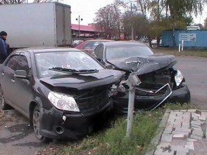 Фото: Міліція перевіряє обставини ДТП, в якій постраджало двоє полтавців