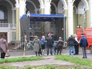 Фото: У день виборів у Полтаві плановий концерт