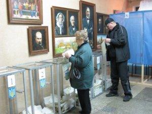 Фото: Кожен 12-ий відвідувач на виборчій дільниці у Полтаві - журналіст