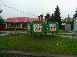Фото: У день виборів у Полтаві ще не зняли плакати з агітацією (фотофакт)