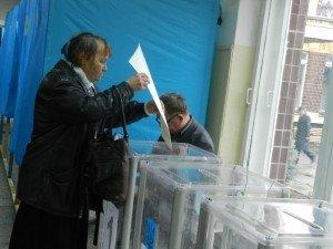 Фото: До кінця голосування – 4 години: відомий відсоток полтавців, які проголосували