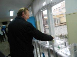 Фото: Як у Полтаві голосували кандидати у нардепи: Олександр Залужний (фото)