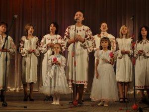 """Фото: У Полтаві вчителі і діти виступили разом на конкурсі """"Творчий дует"""" (фото)"""