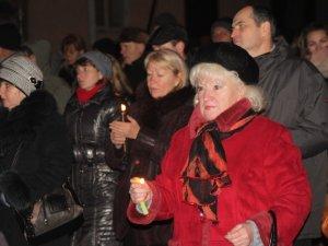 Фото: У Полтаві ходою та молебнем вшанували пам'ять жертв Голодоморів (фоторепортаж)