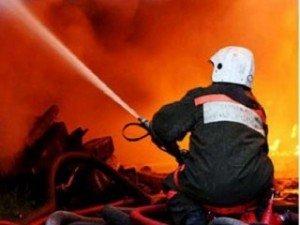 Фото: У Полтавів двоє людей ледь не втратили будинок через пожежу