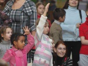 Фото: У Полтаві на ранку діти просили Діда Мороза їх не забувати (фото)