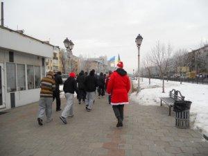 Фото: Полтавські Діди Морози бігали за здоровий Новий рік (фото)