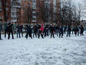 Фото: Полтавці під час акції пробіглись вулицями та влаштували штовханину (фото+відео)