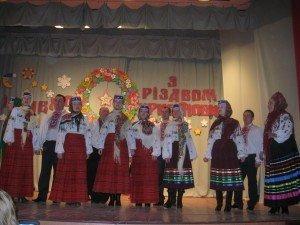 Фото: Полтавців запрошують на різдвяний концерт народного театру