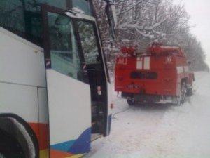 Фото: У Полтаві ледь не згоріло 2 автобуса