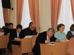 Фото: Відбулася сесія міської ради Полтави: депутатів підкосив грип (фото)