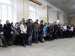 Фото: У педагогічному університеті відкрилася виставка воєнних світлин (+фото)