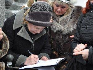 Фото: Полтавські зоозахисники протестували біля міськради (+фото)