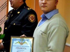 Фото: Полтавський школяр отримав винагороду за порятунок сусідки з вогню
