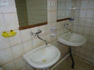 Фото: На залізничних вокзалах Полтави у туалетах погіршився сервіс, чиновники обіцяли: не зміниться (+фото)