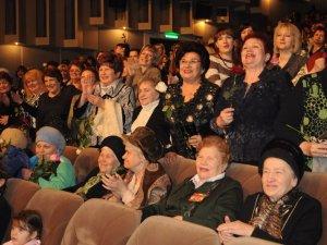 Фото: Олександр Малінін привітав полтавок із 8 березня святковим концертом